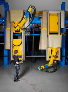 Blastman B16S is a 7-axis wall-mount robot with excellent flexibility for complex workpieces. Applications include, for example, blasting of containers, turbine parts, castings and freight wagons.